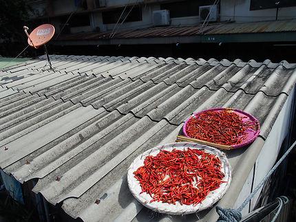 Piments sur les toits de Bangkok