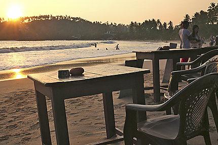 Table sur la plage de Mirissa