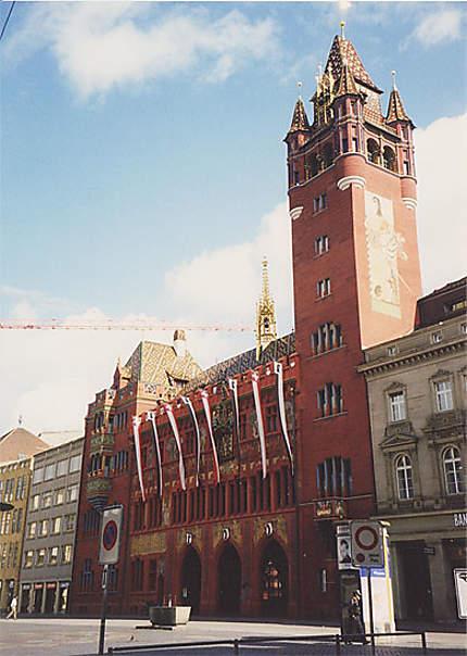 L'Hôtel de Ville sur la place du Marché