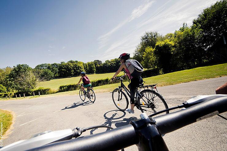 Nouveau : le Routard publie un guide consacré à Paris et l'Ile-de-France à vélo.