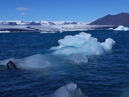 Iceberg dérivant en Islande
