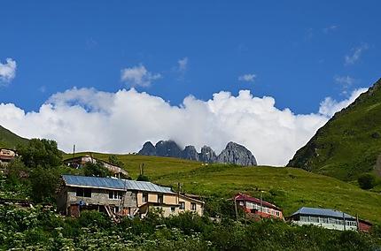 Vue carte postale du mont Chawkhebs depuis Djuta