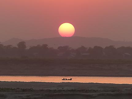 Coucher de soleil sur un bras de l'Irrawaddy