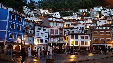 Cudillero de nuit, dans les Asturies