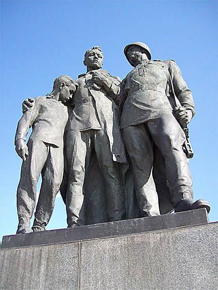 Slavin : statues