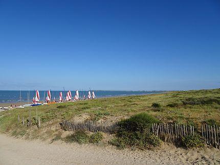 Bateaux près des dunes