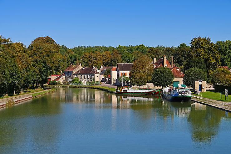 Le canal de Bourgogne avec le Routard