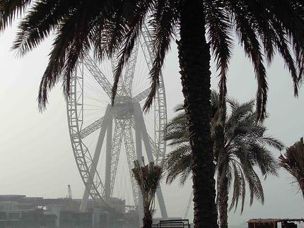 Grande roue en construction à Dubaï