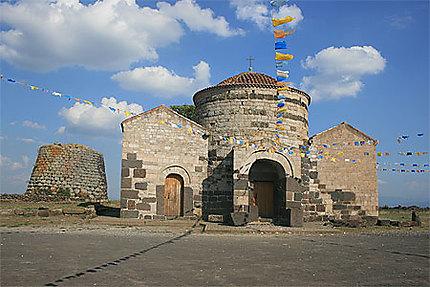 Nuraghe e chiesa di Santa Sabina
