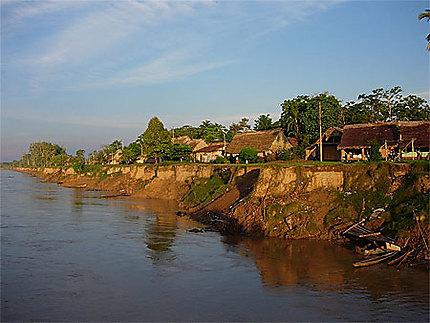 Coucher de soleil sur les rives de l'Amazone