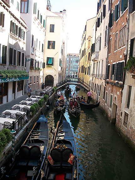 Venise embouteillage sur le canal