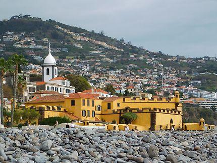Funchal - Une touche de jaune ocre