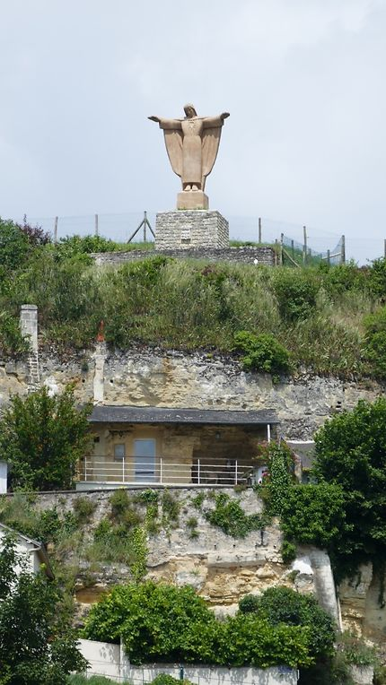 Statue du Sacré-Coeur : le Corcovado de Chinon
