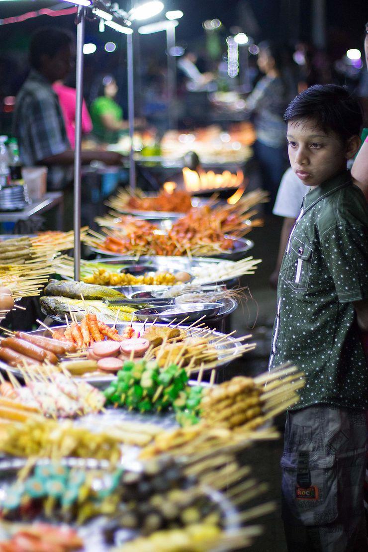 Night Market à Mawlamyine, Birmanie