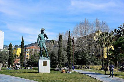Statue sur la promenade du Paillon à Nice