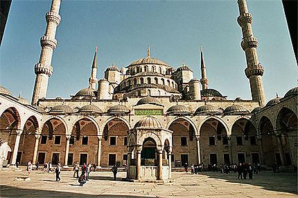 La cour de la Mosquée Bleue
