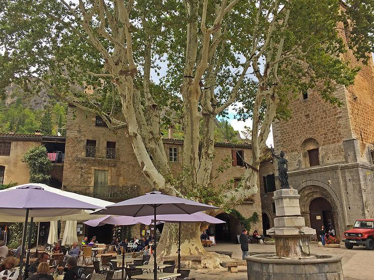 Saint-Guilhem-le-Désert, un village médiéval