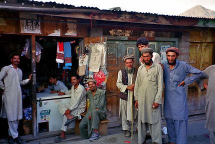 Gilgit, une rue commerçante