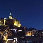 Le Mont St Michel de nuit éclairé pour Noël