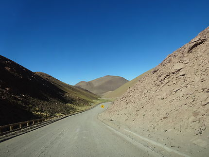 En chemin vers les geysers du Tatio, Chili