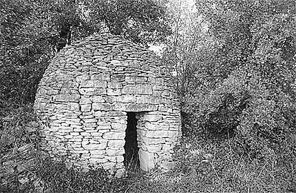 Abri de bergers reconstitué (loge) à Nanclars