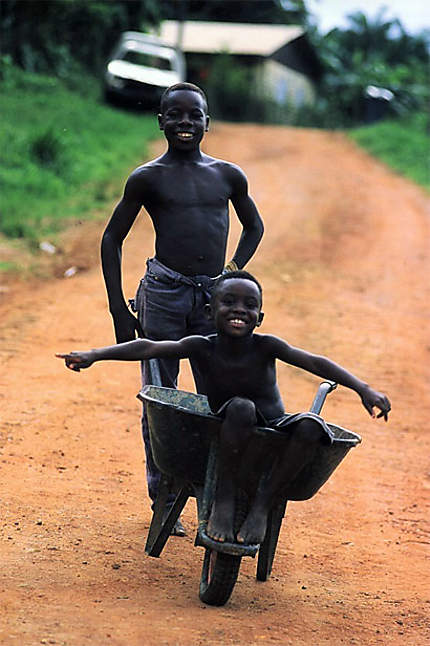 2 jeunes Saramaka