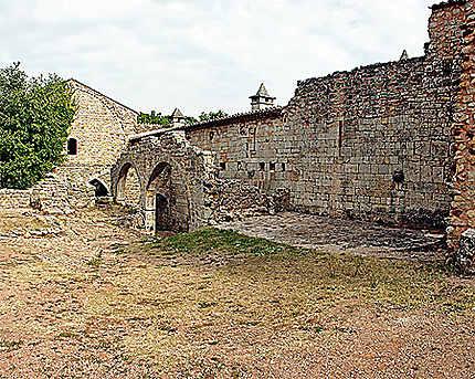 La partie en ruine de l'Abbaye