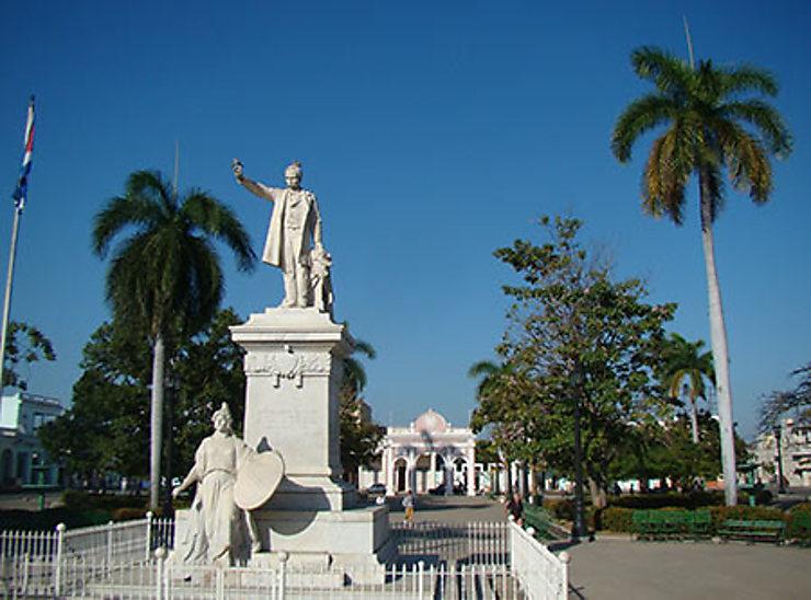 Cienfuegos : âme cubaine, style français
