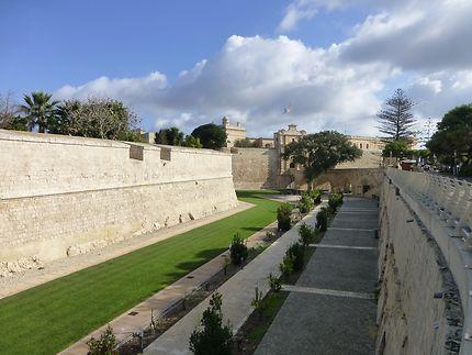 Jardins devant les remparts