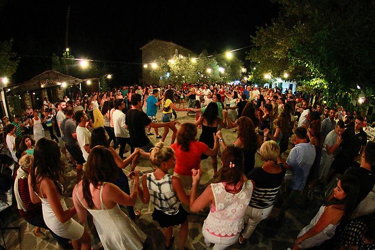 Sirtaki, Grèce