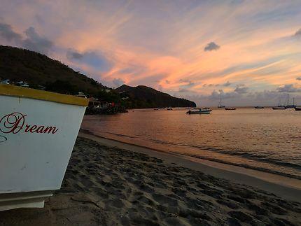 La plage des Anses d'Arlet au crépuscule