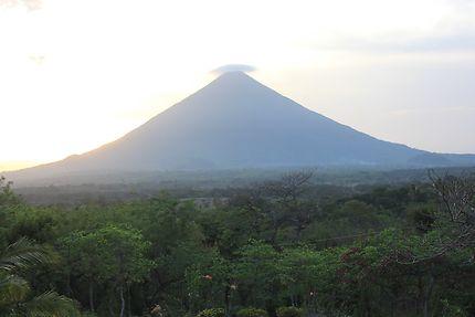 Coucher de soleil sur le volcan Ometepe
