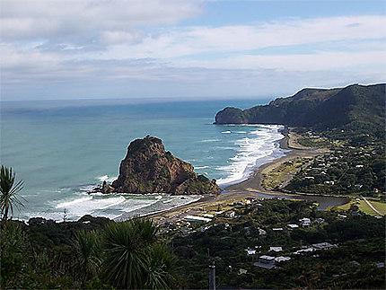 Lion Rock à Piha Beach