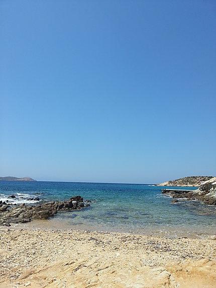 Une vue prise sur l'île d'Antiparos