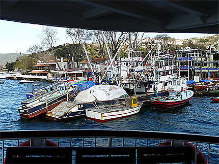 Bateaux d'un petit village de pêcheur