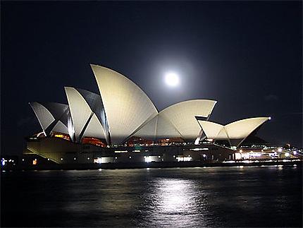 Opéra de Sydney un soir de pleine Lune