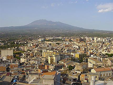 Vue de Paternò avec l'Etna