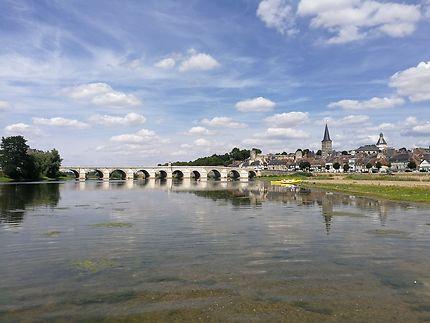 La Charité depuis le milieu du fleuve...