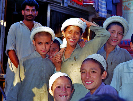 Des étudiants à Karimabad