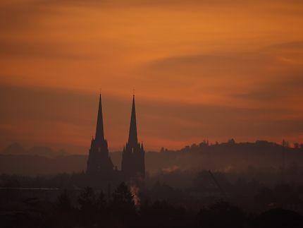 Lever de soleil sur la cathédrale de Bayonne