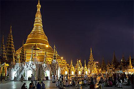 Pagode Shwedagon de nuit
