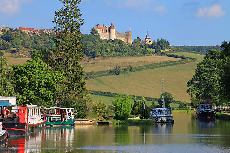 Le Canal de Bourgogne, au fil de l'eau