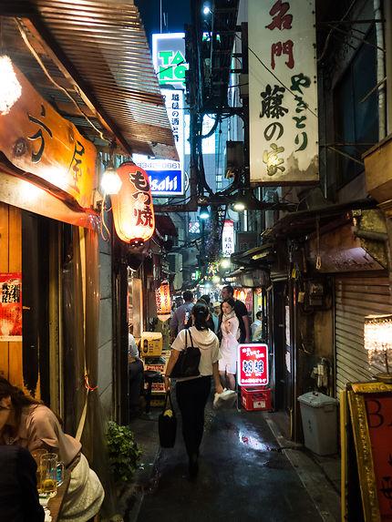 Une allée à Shinjuku