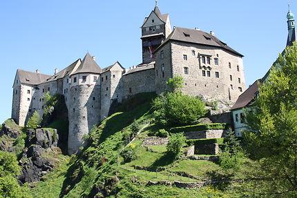 Magnifique château perché sur une colline