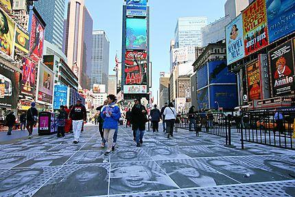 Visages sur Times Square