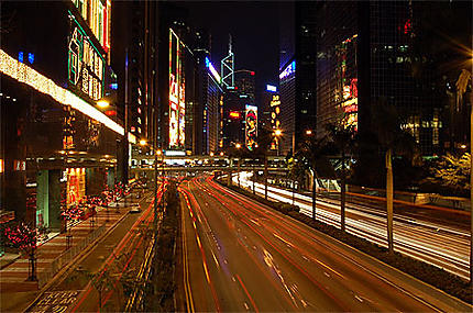 Hennessy Road by night
