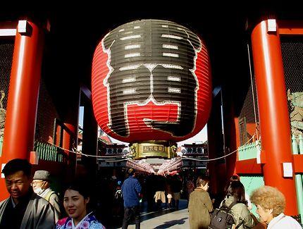 Lanterne de la porte de Kaminarimon, Tokyo