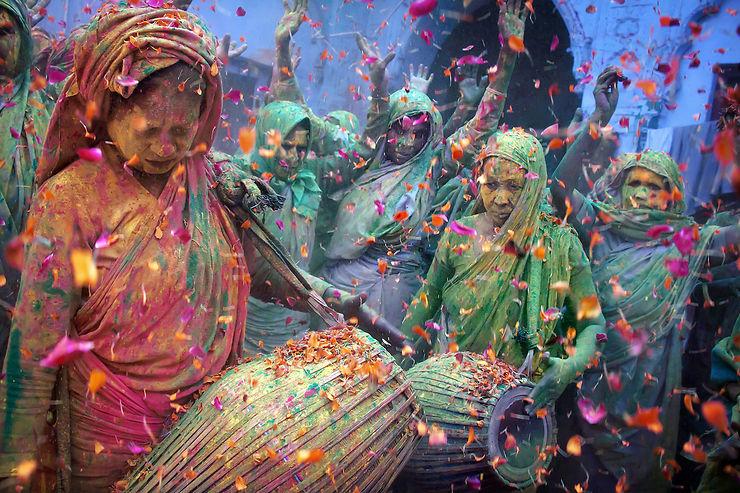 Les veuves hindoues célèbrent la Holi à Vrindavan, Inde