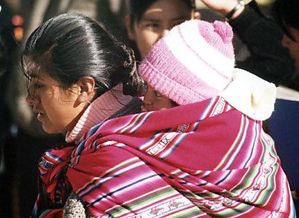 Jeune bolivienne et son bébé