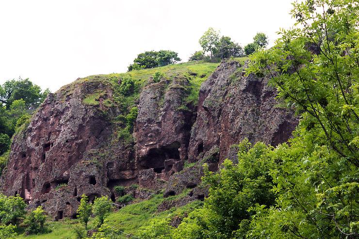 Site troglodyte de Jonas à Saint-Pierre-Colamine - Puy-de-Dôme